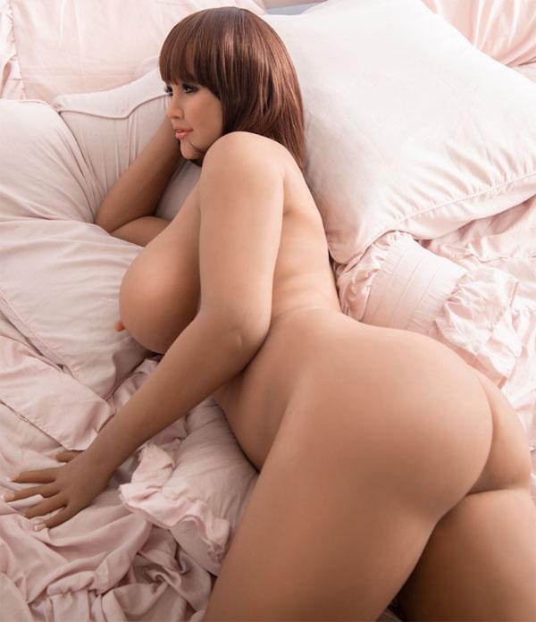 Mia wachtend op bed
